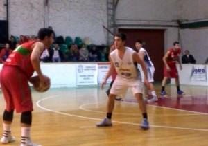 Basquet Bahiense - Estudiantes cayó ante Alem con 10 puntos de Cleppe.