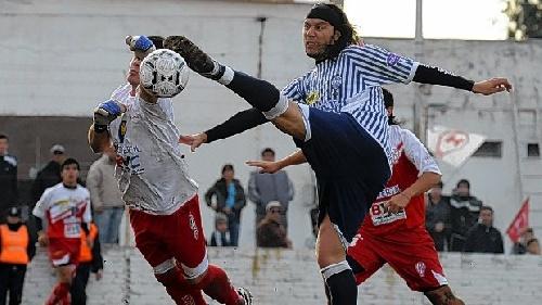 Liga del Sur - Con un gol de Eric Verón, Huracán de White derrotó a Libertad dos a cero.