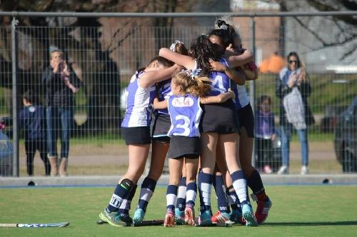 Hockey Femenino - Club Sarmiento derrotó al Cef 83 en 7ma y habrá final extra.