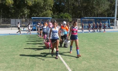 Hockey Femenino - Victoria del Cef 83 ante Sarmiento en 1ra división, en 6ta y 7ma el triunfo fue para Club Sarmiento.