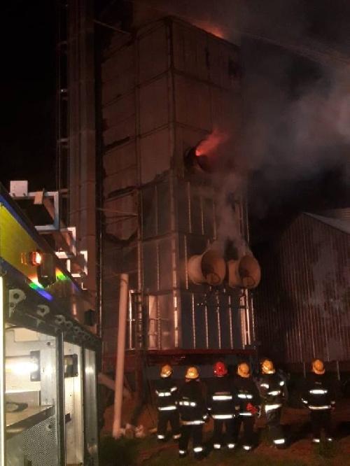 Los Bomberos piguenses concluyeron trabajosamente incendio en la Zona Industrial